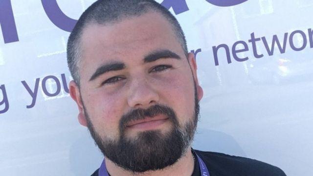 Dylan Farrell precisou fugir para não ser atacado por homem que gritava teorias conspiratórias contra o 5G