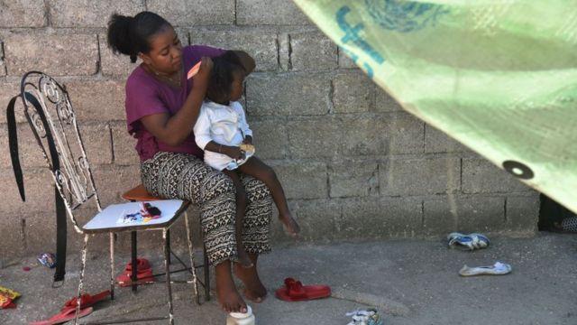 Mujer y niña en Haití