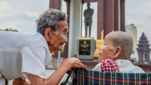 شقيقتان كمبوديتان