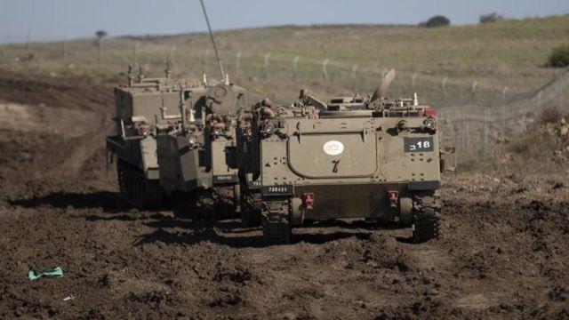 نفربرهای زرهی اسرائیل در حال تمرین در بلندیهای جولان در مرز اسرائیل و سوریه