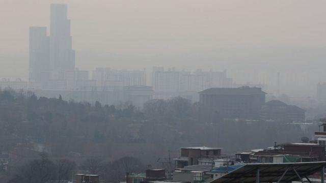 미세먼지에 가려진 서울 시내 모습