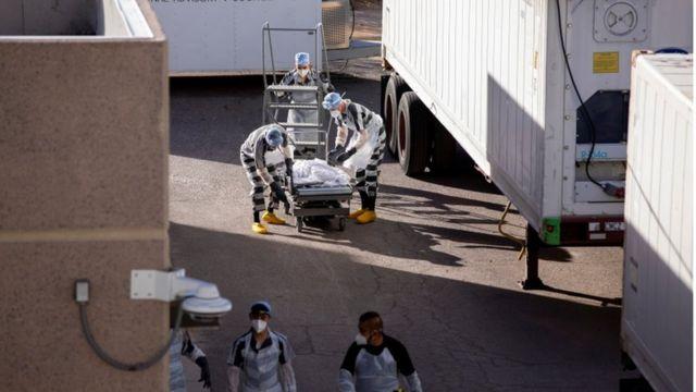 Prisioneiros ajudam a mover os corpos de pacientes com Kovid-19 em El Paso