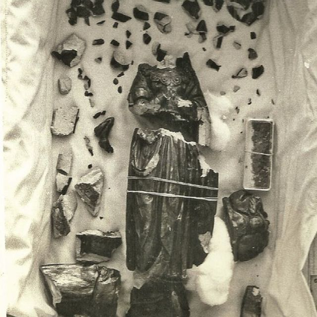 Imagem da santa Nossa Senhora Aparecida quebrada após tentativa de roubo em 1978