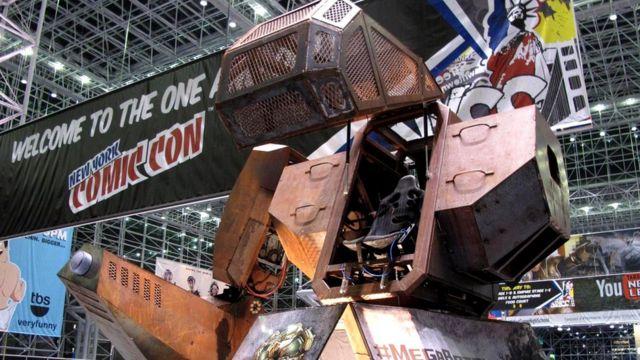 Роботы MegaBot в целом человекоподобны, но используют для передвижения не ноги, а колеса