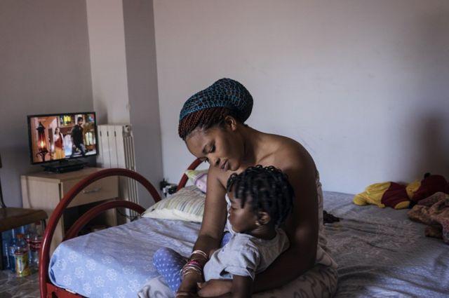 Ester et son enfant