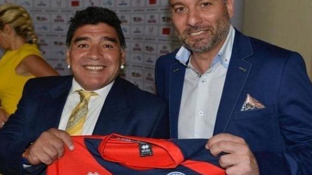 مارادونا با پیراهن بیگلزوید یونایتد عکس گرفته؟ اگر مدرک میخواهید اینجاست