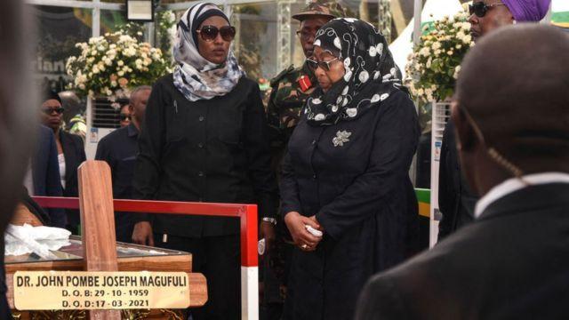 La presidenta Samia Solo Hassan encabezó la procesión de dolientes el sábado