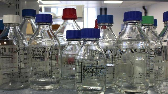 Botellas en el laboratorio