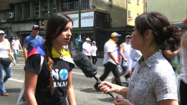 Một sinh viên biểu tình chống chính phủ
