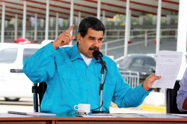 Maduro culpó a las sanciones de Estados Unidos.