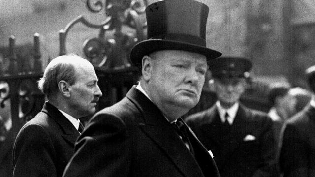 O presidente eleito, Jair Bolsonaro, mostrou um livro Winston Churchill, ex-primeiro-ministro britânico