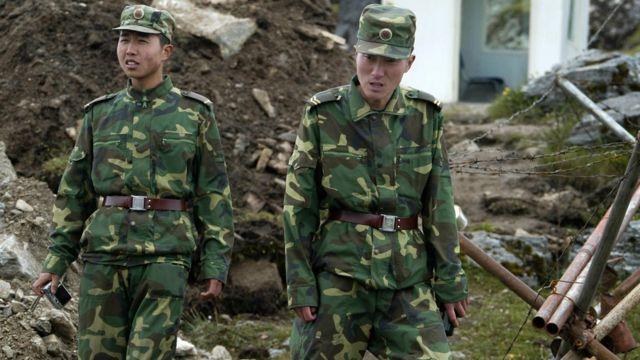 Soldados chinos en el cruce de Nathu La entre China e India