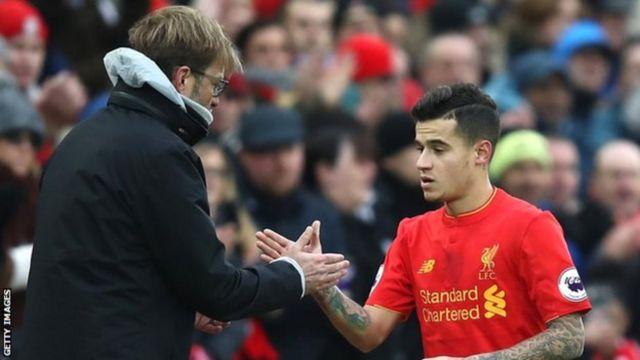 Liverpool wanashikilia msimamo wao kuwa Philippe Coutinho, 25, hauzwi, huku Barcelona wakiendelea kumfuatilia. (ESPN)