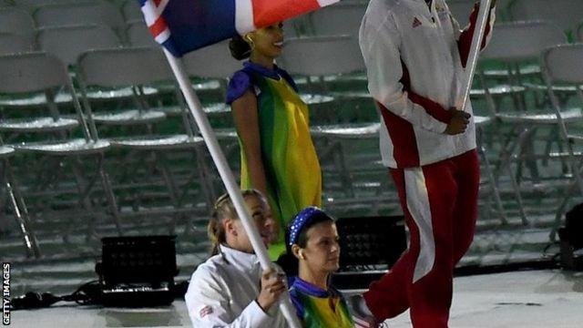 英国選手団の旗手は女子ホッケーのケイト・リチャードソン=ウォルシュ主将