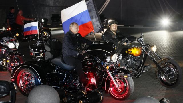 Putin na motoru sa bajkerima u luci Novorosijks na Crnom moru