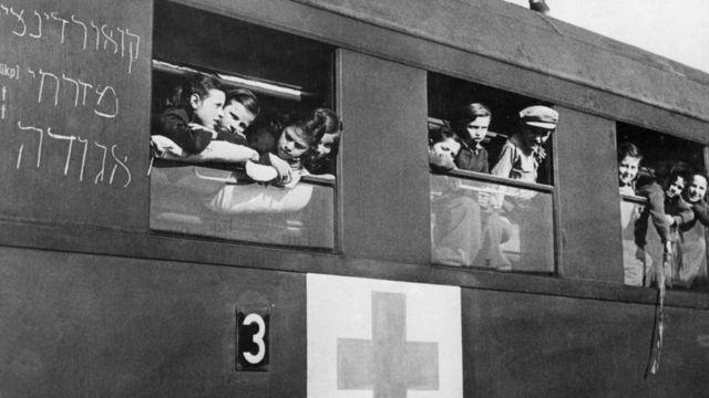 Niños judíos en un tren en 1948