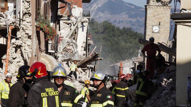 Edificios destruidos por el terremoto en Amatricer
