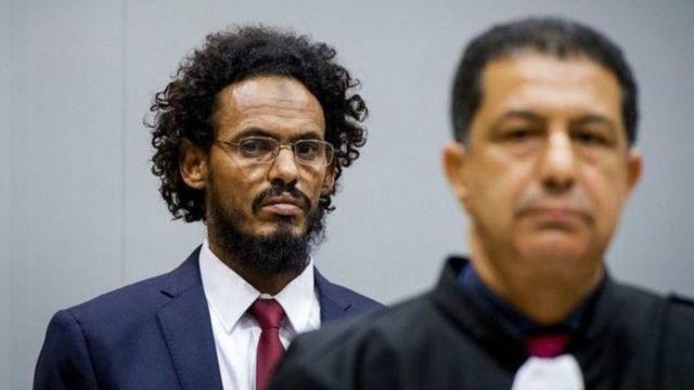 Le djihadiste Ahmad Al Faqi Al Mahdi en arrière plan sera fixé sur son sort
