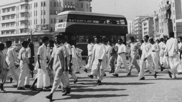 1954માં મુંબઈના ક્વિન્સ રોડનું એક દૃશ્ય