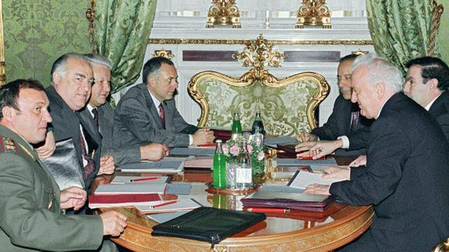 1993'te Rus lider Boris Yeltsin, Azeri, Ermeni ve Gürcü mevkidaşları Haydar Aliyev, Levon Ter-Petrosyan ve Edvard Şevardnadze ile Moskova'da buluştu.