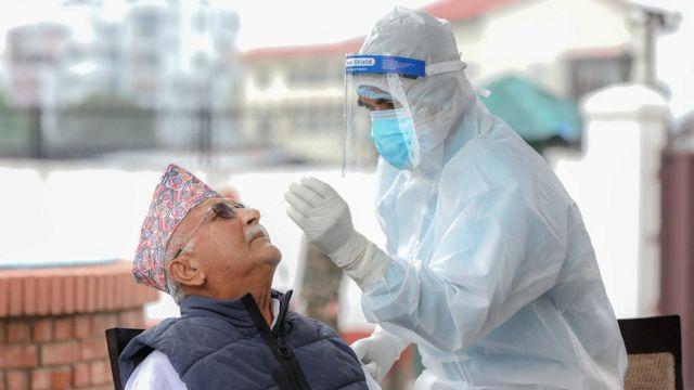 प्रधानमन्त्री केपी शर्मा ओलीको शुक्रवार कोरोनाभाइरस परीक्षण गरिएको छ