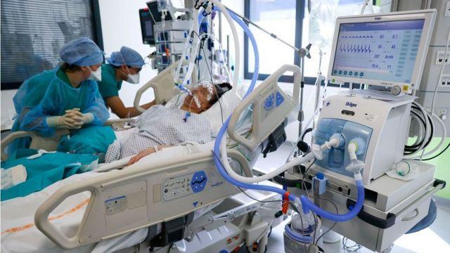 Больной Covid-19 во французской больнице
