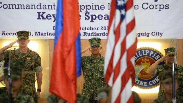 米政府は、米比合同演習は即応能力と両国関係強化が目的と。写真は4日、マニラの在比米軍司令部で