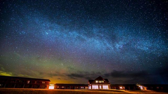 """Благодаря удаленному местоположению гостиницы """"Ранга"""" в ясные вечера там отлично видны северное сияние и целая россыпь звезд"""