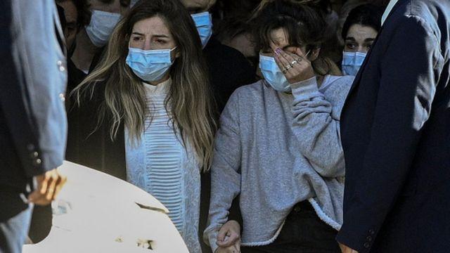 La familia de Maradona se vio claramente afectada ya que sus restos salieron del palacio presidencial argentino, Casa Rosada, donde yacía el cuerpo del futbolista.