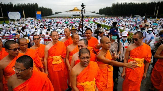 Buddhist monks and followers gather inside the Wat Phra Dhammakaya temple complex in anticipation of a planned police raid, in Pathum Thani province, north of Bangkok, Thailand, June 16, 2016.