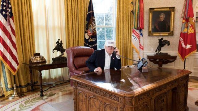Trump en el desapcho oval en 2018.