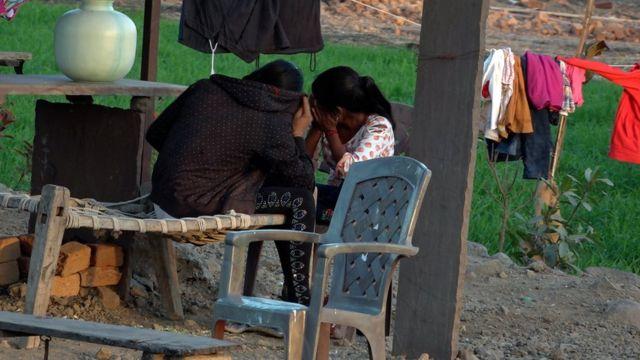 在印度的巴凯拉,父母让女儿从事性工作