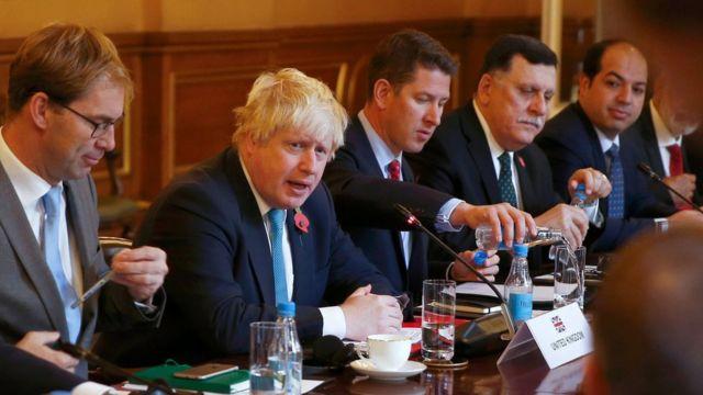 فايز السراج، رئيس حكومة الوفاق الليبية، في اجتماع لندن يوم 31 أكتوبر/تشرين الأول 2016
