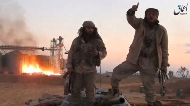 وكالة أعماق التابعة لتنظيم الدولة الإسلامية نشرت صورا قالت إن لمسلحين في تدمر