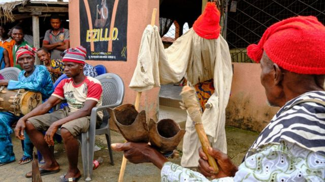 Les hommes se sont retrouvés lors d'une réunion Igbo