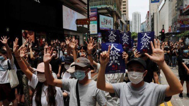 香港人髮動遊行抗議《國安法》
