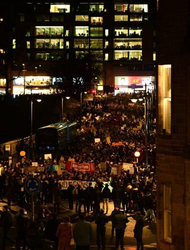 متظاهرون في ادنبره