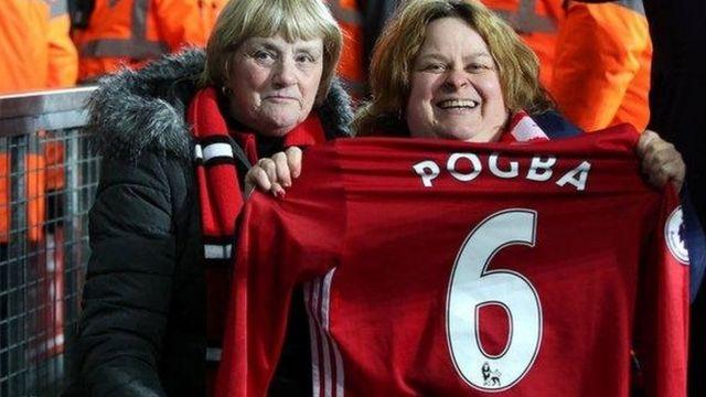 Wata mai goyon bayan Manchester United da ta dace da rigar Pogba.