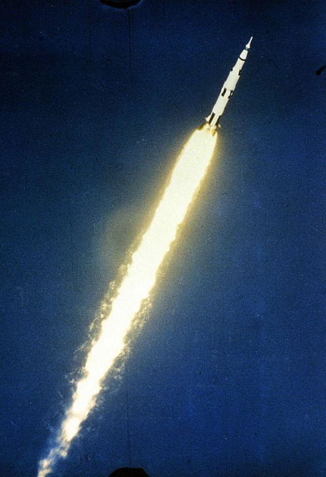 Saturno V/Apolo 11 en el aire
