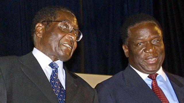 Mnangagwa (midig) ayaa wakhti dheer la soo shaqeeyay Mugabe