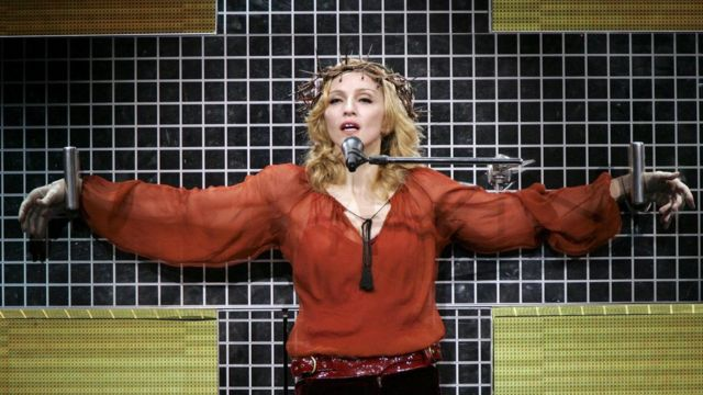 众所周知歌手麦当娜常将许多天主教标志运用到个人艺术作品中。