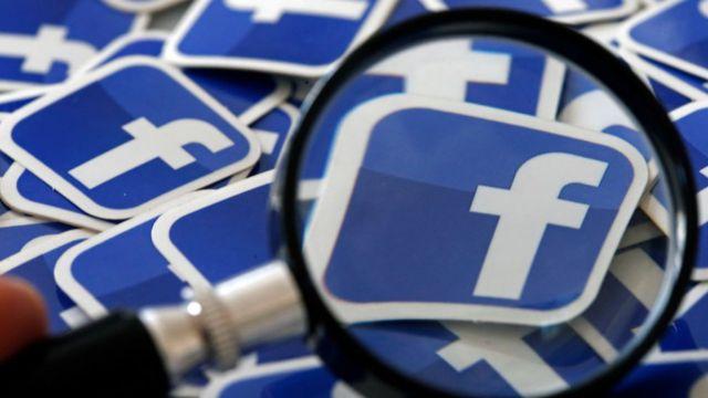 شعار فيسبوك تحت عدسة المكبر