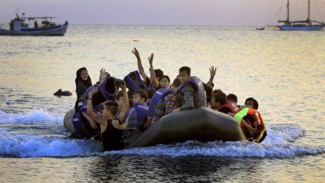 Migrantes afganos llegando a Grecia en 2015