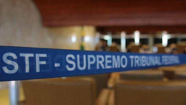 Faixa colocada dentro de sala diz: STF - Supremo Tribunal Federal