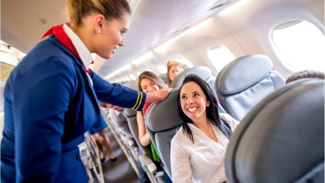 Задумайтесь: вам хотелось бы, чтобы стюардесса рассказывала вам о всех опасностях турбулентности?