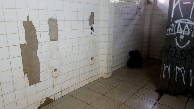 Banheiro sem água no parque da Mooca