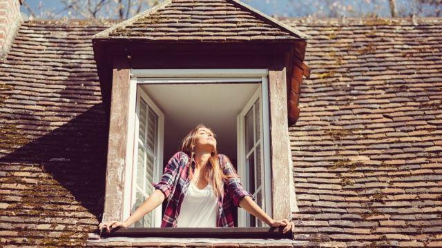 Devojka na prozoru