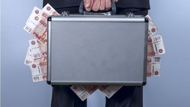 Kofer pun novca