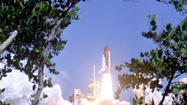 Программа космических челноков показала, что запуски в космос нельзя рассматривать как нечто рутинное