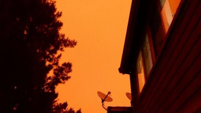 Bầu trời California vàng úa cả ngày 9/9/20